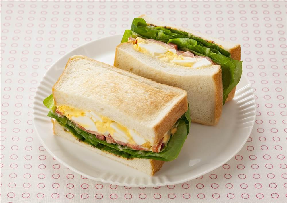 写真:たまごとロメインレタスのサンドイッチ