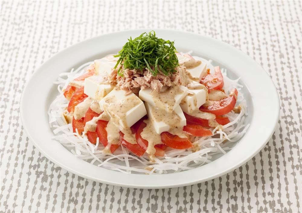 写真:豆腐と大根とトマトのサラダ