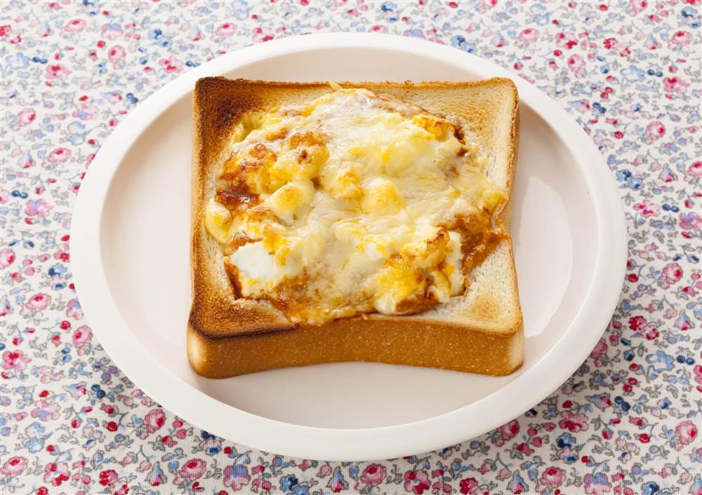 写真:たまごとミートソースのくり抜きトースト