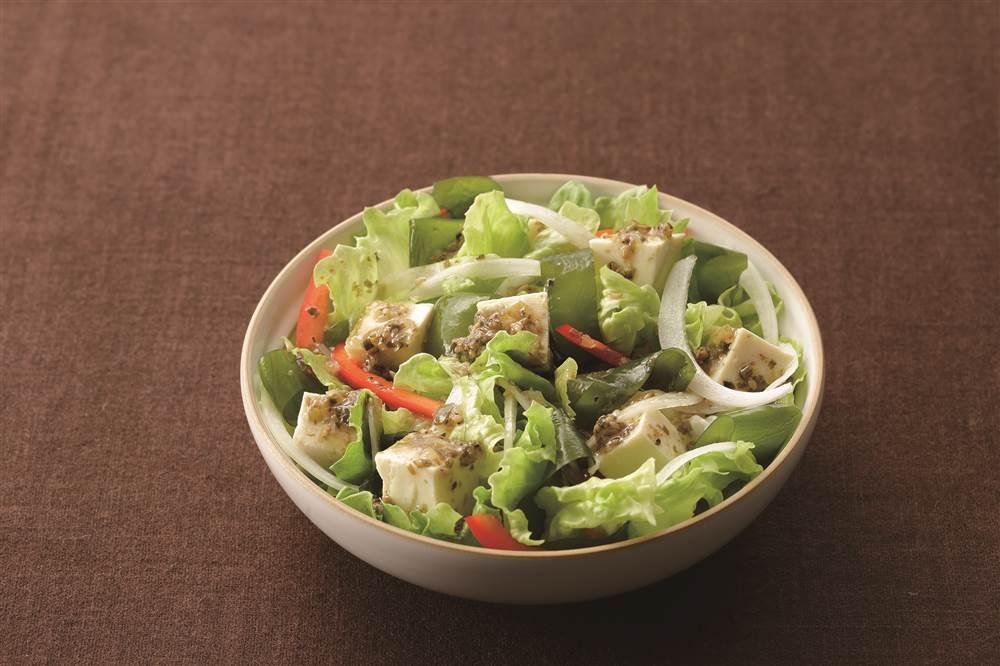 写真:新玉ねぎと豆腐のチョレギサラダ