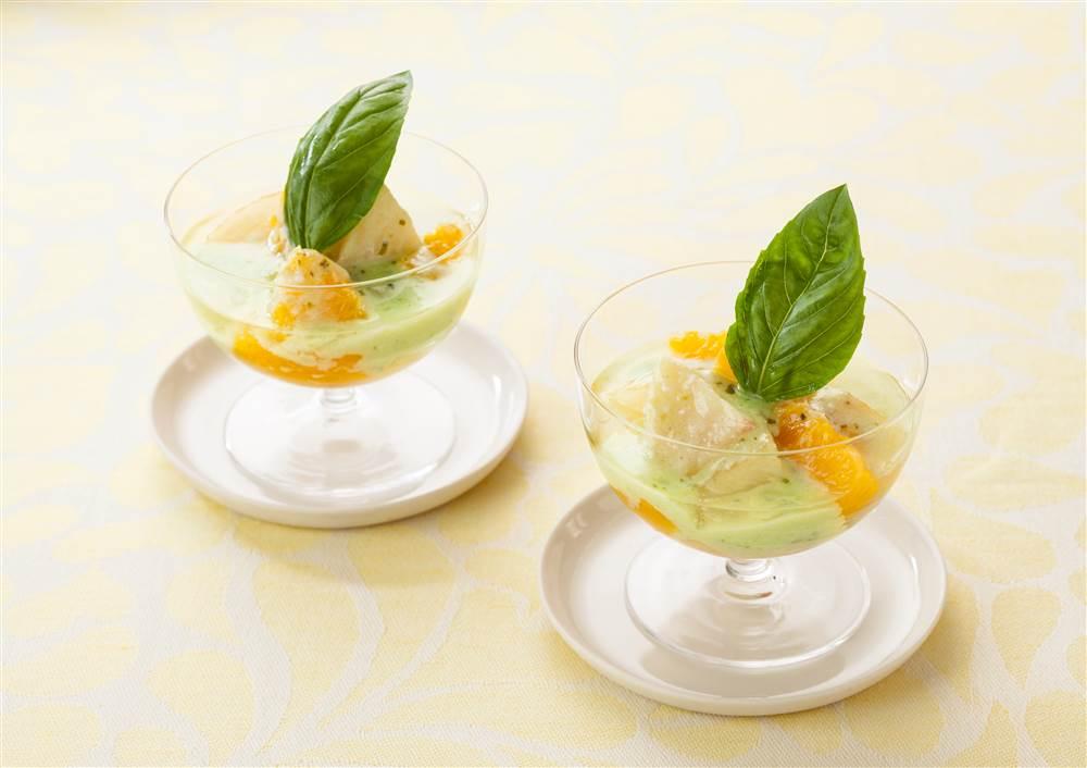 写真:フルーツのマリネ バジルヨーグルトソース
