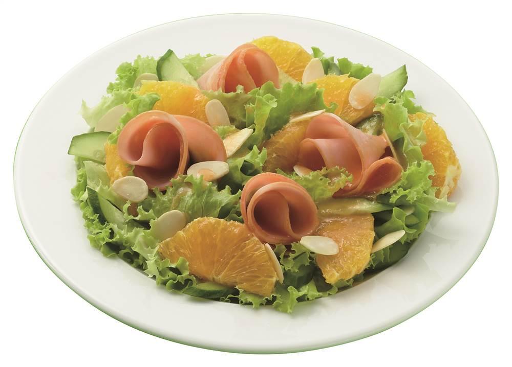 写真:オレンジとハムのパワーサラダ