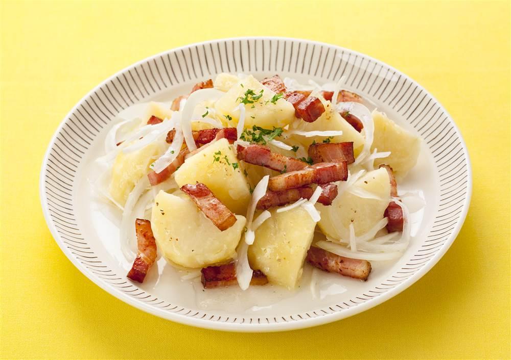 写真:新玉ねぎとベーコンのレモンポテトサラダ