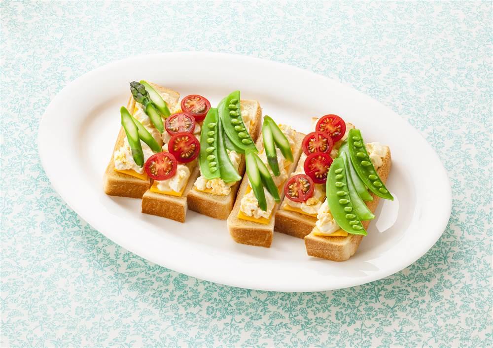 写真:たまごと彩り野菜のスティックトースト