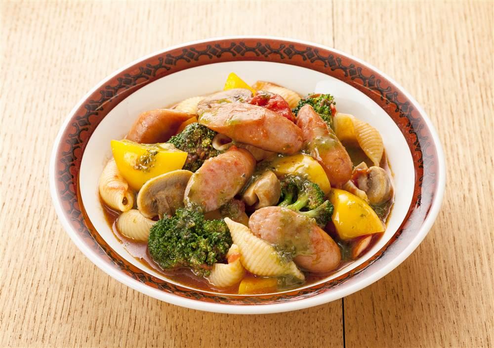 写真:彩り野菜とウインナーのトマト煮 バジル風味