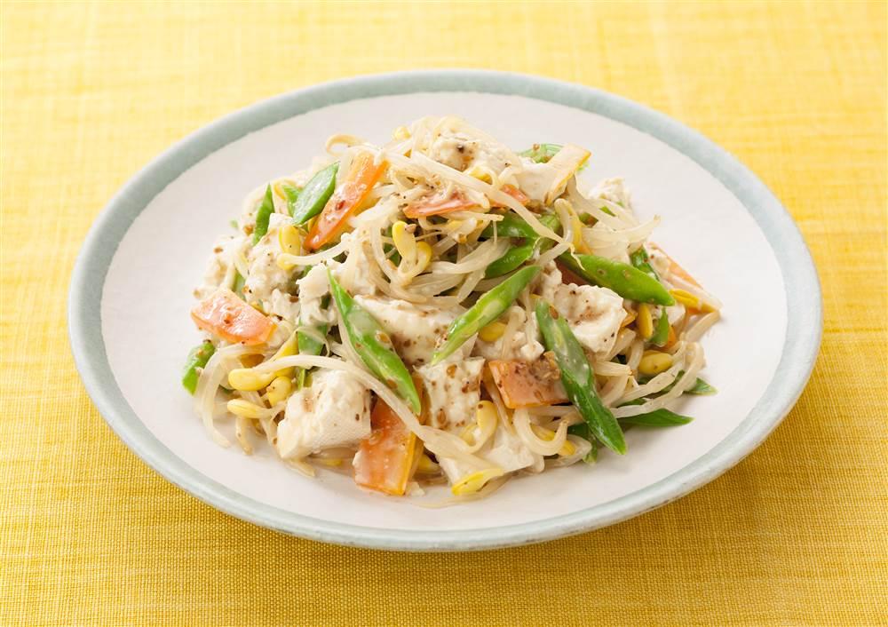 写真:大豆もやしと豆腐のごまサラダ