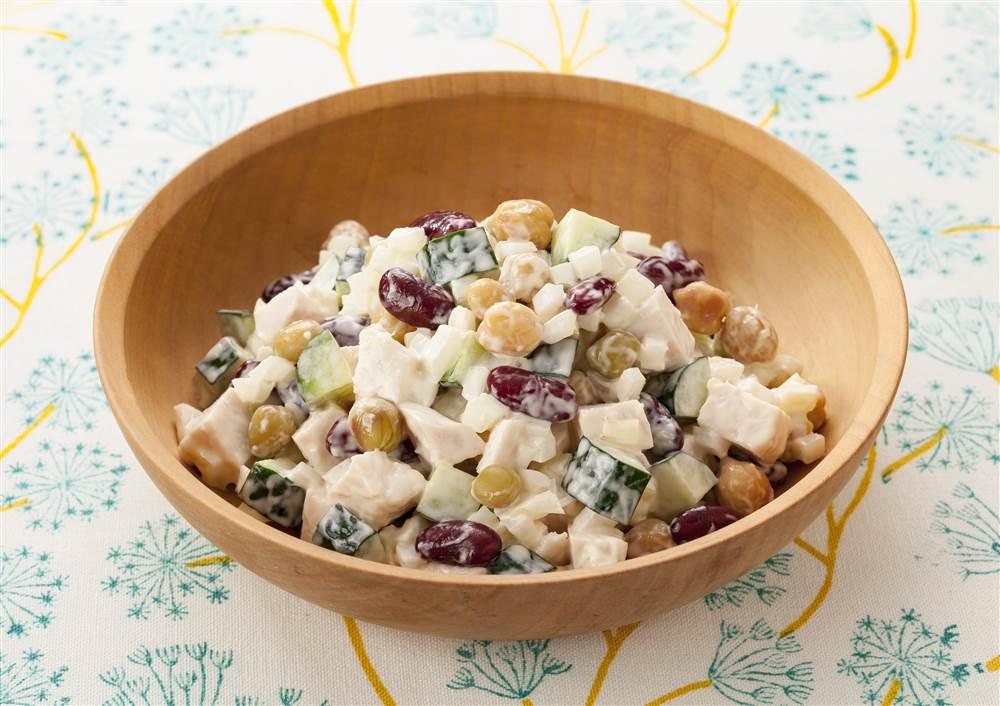 写真:きゅうりとチキンの豆サラダ