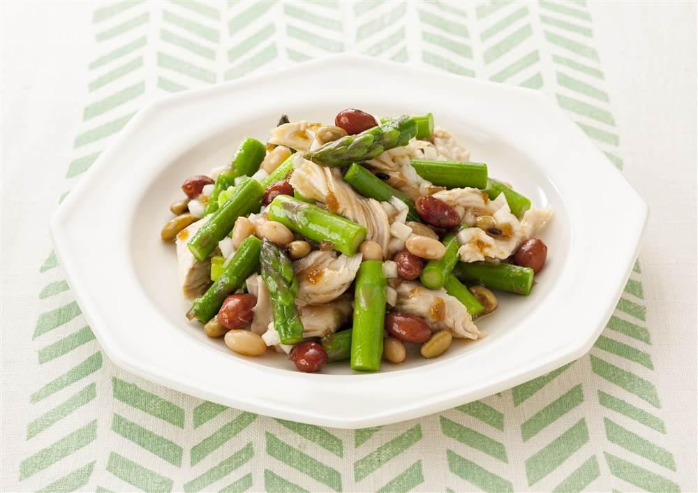 写真:アスパラガスと鶏ささみと和豆のあえサラダ