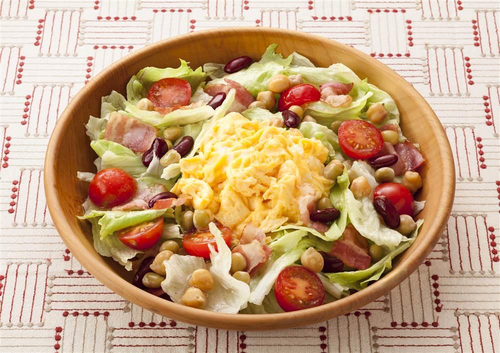 写真:レタスとビーンズのエッグサラダ