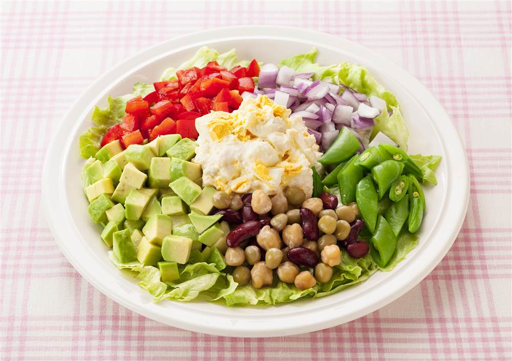 写真:たまごとカラフル野菜のサラダ