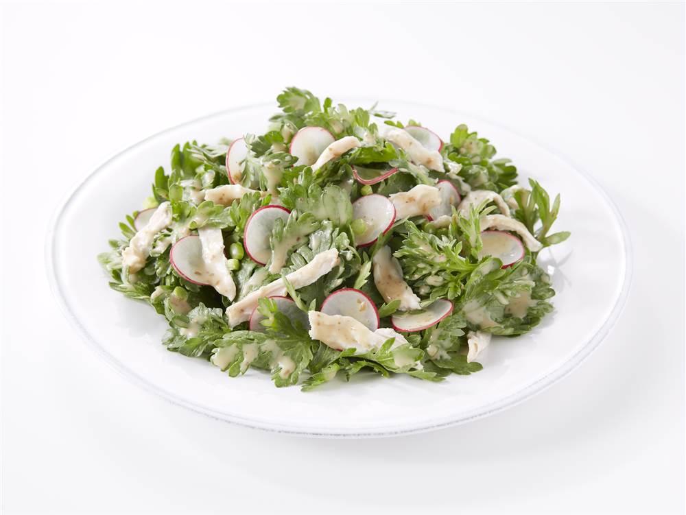 写真:春菊と鶏むね肉のサラダ
