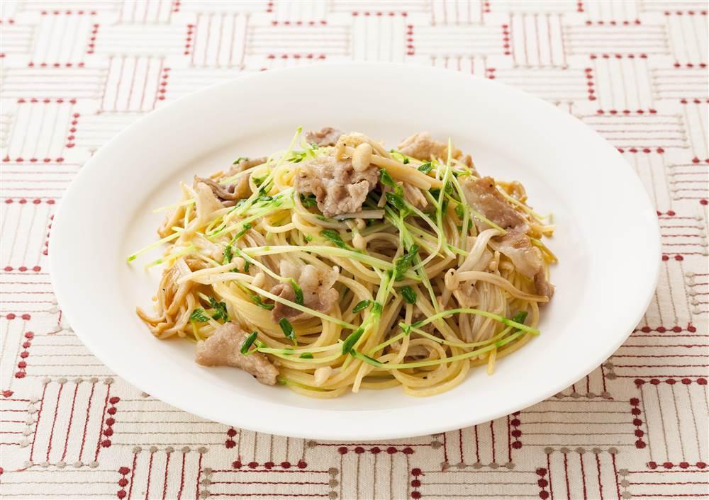 写真:豆苗と豚肉のスパゲッティ
