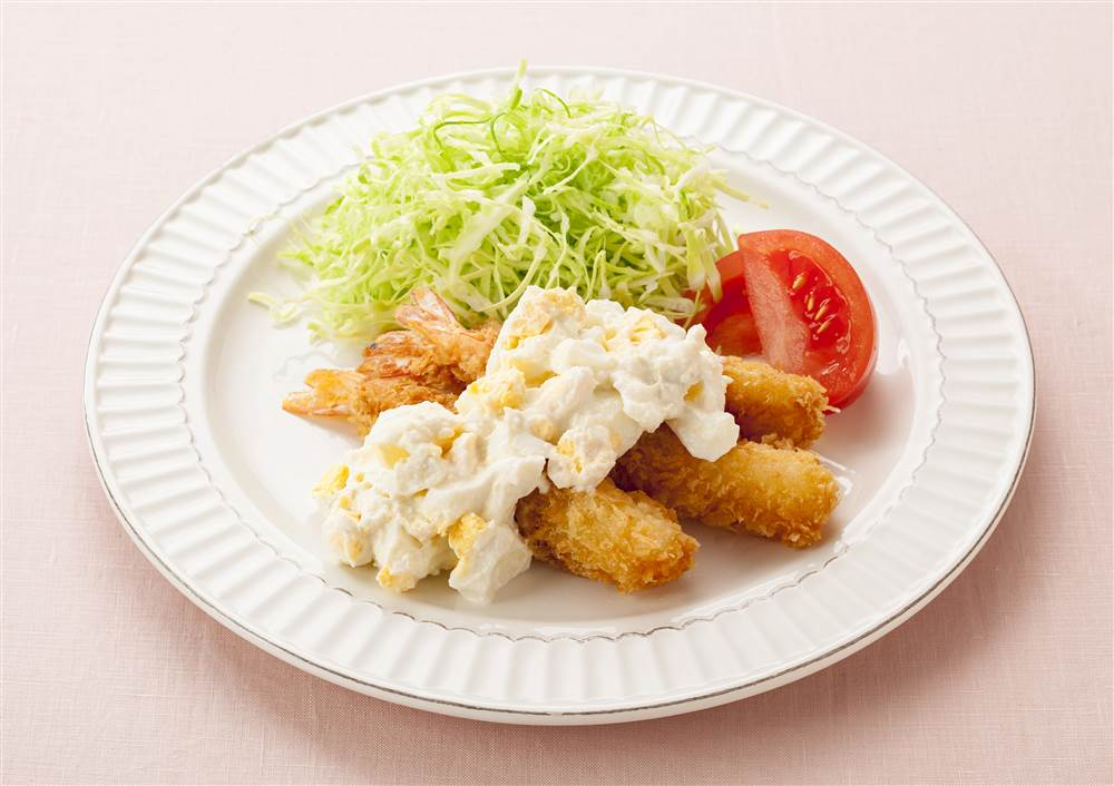 写真:えびフライ たまごサラダのタルタルソース