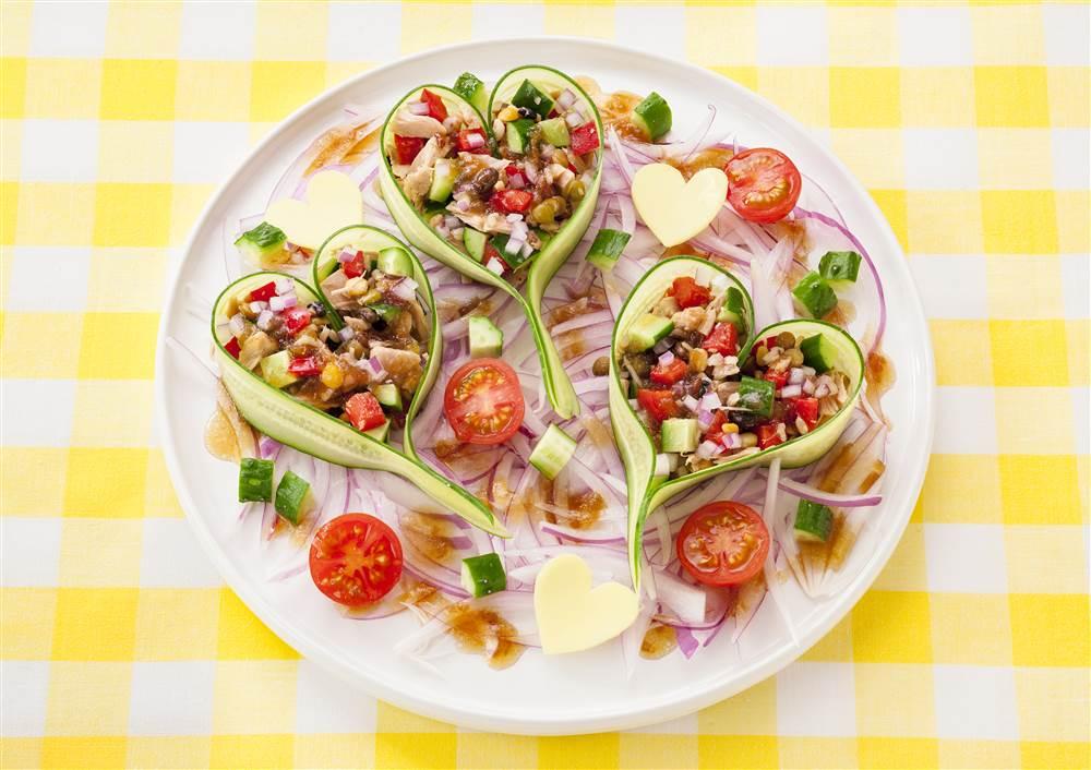 写真:ピーラーきゅうりの雑穀ハートフルサラダ