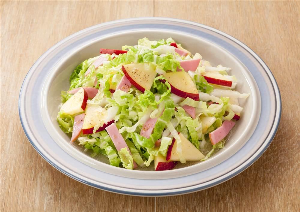 写真:シャキシャキ白菜とりんごのサラダ