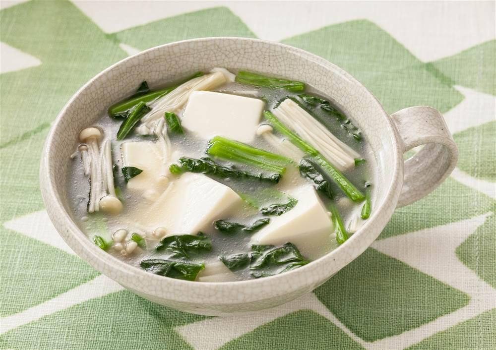 写真:ほうれん草と豆腐の白湯スープ