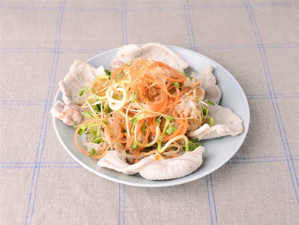 写真:ごぼうと豚肉のベジヌードルサラダ