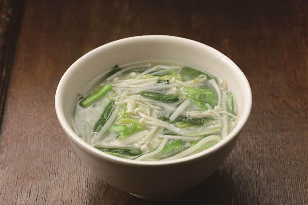 写真:もやしとキャベツの白湯スープ