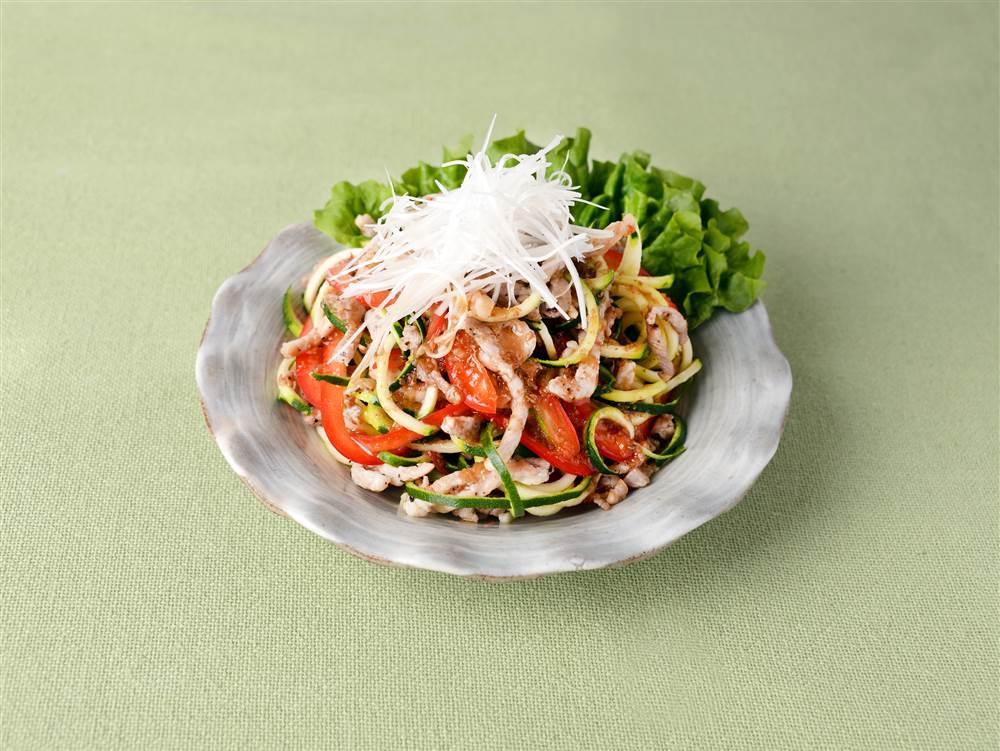 写真:ズッキーニと豚肉のベジヌードルサラダ
