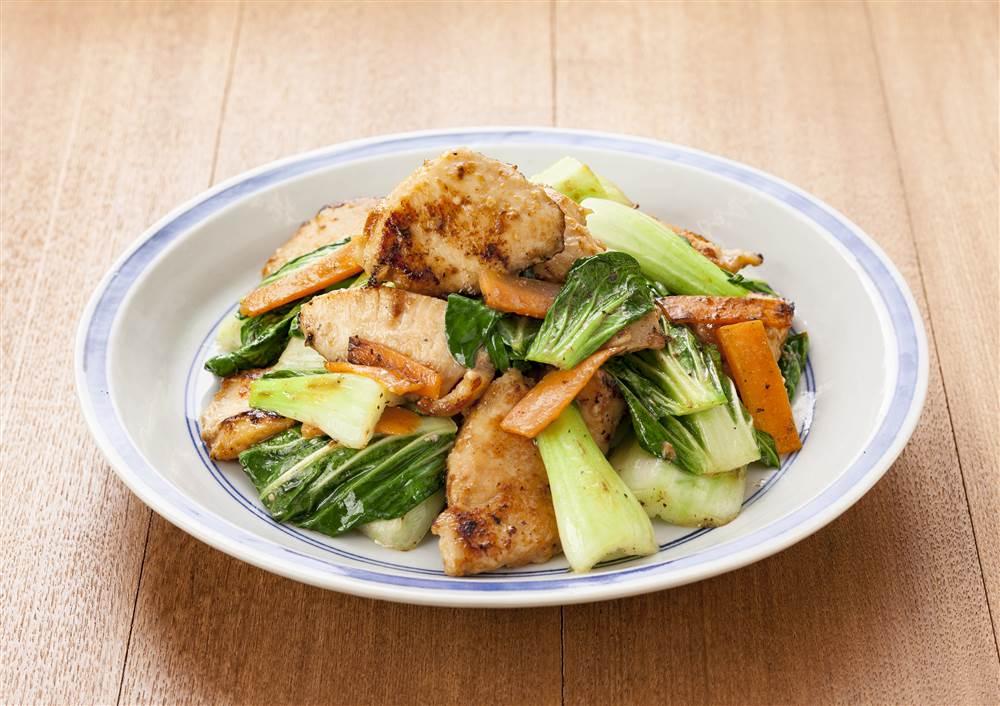 写真:鶏むね肉とチンゲン菜のオイスターマヨ炒め