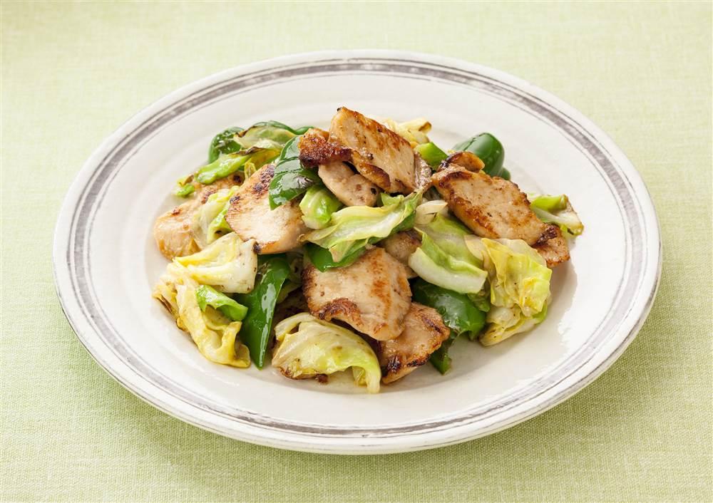 写真:鶏むね肉とキャベツのオイスターマヨ炒め