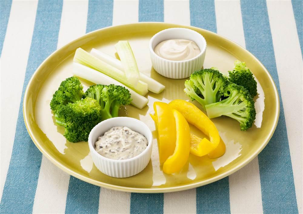 写真:3種の野菜のオリーブとアンチョビーのマヨディップ