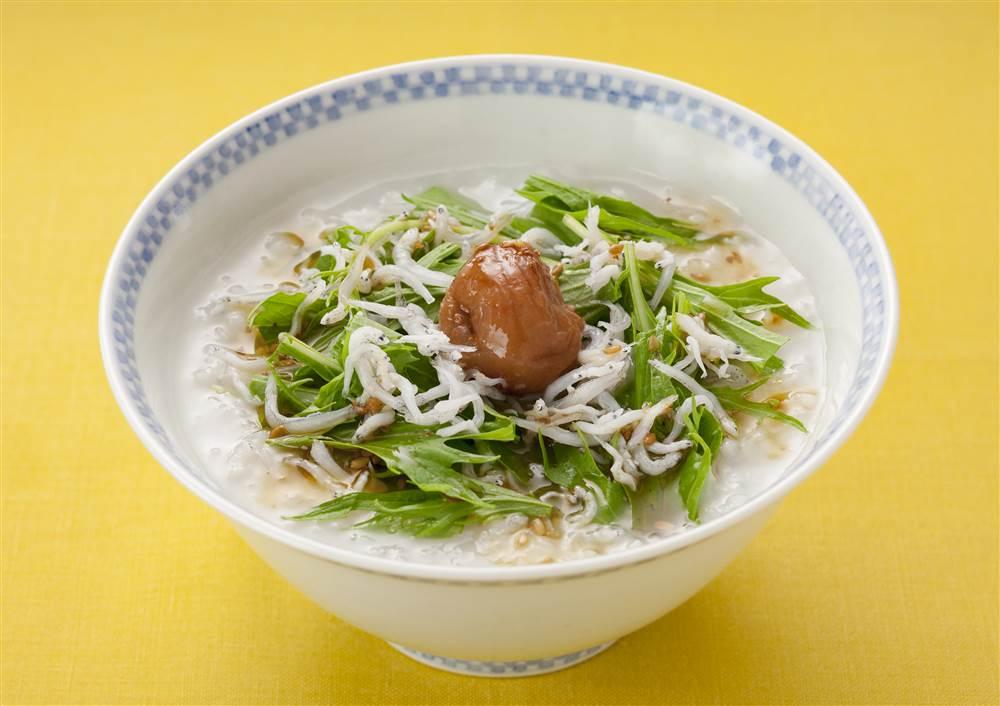 写真:梅と水菜のサラダがゆ