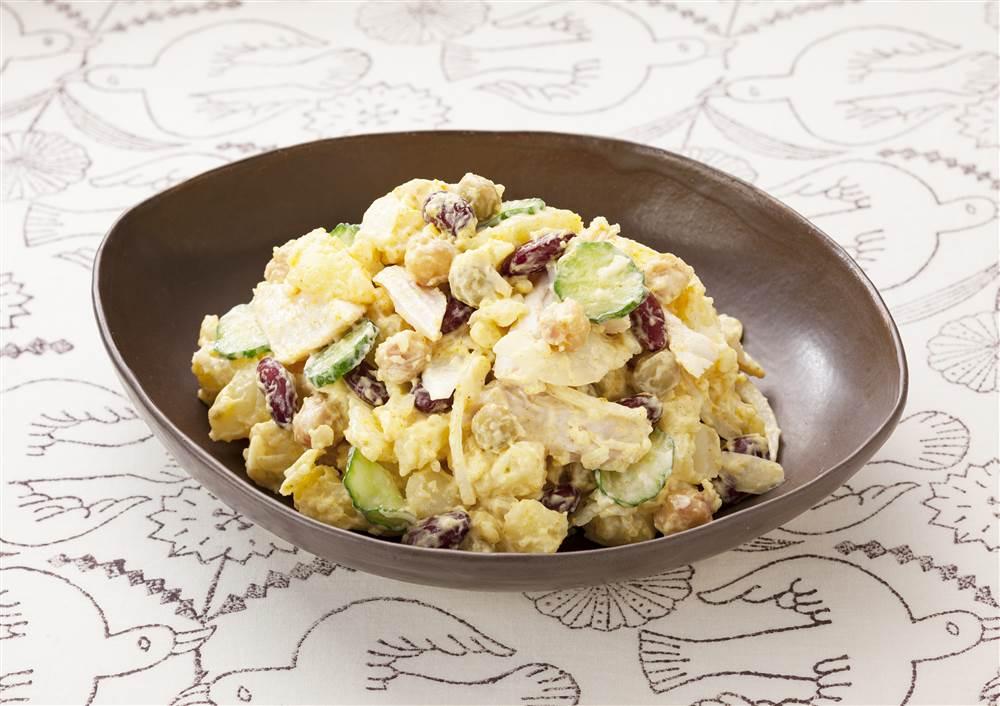 写真:豆とチキンのカレーポテトサラダ