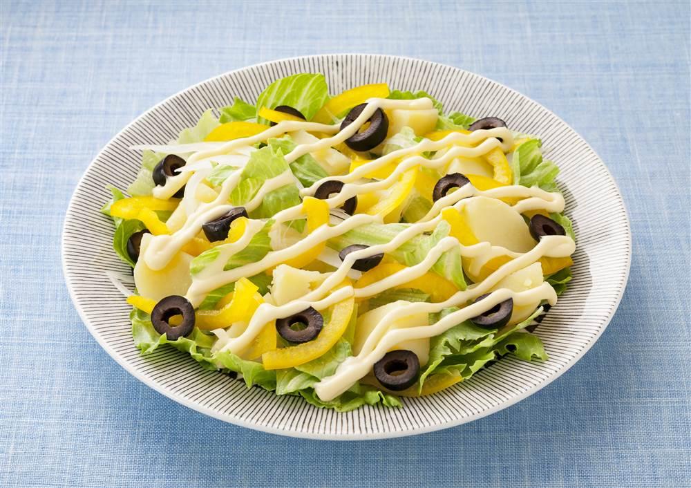 写真:レタスと黄パプリカのポテトサラダ