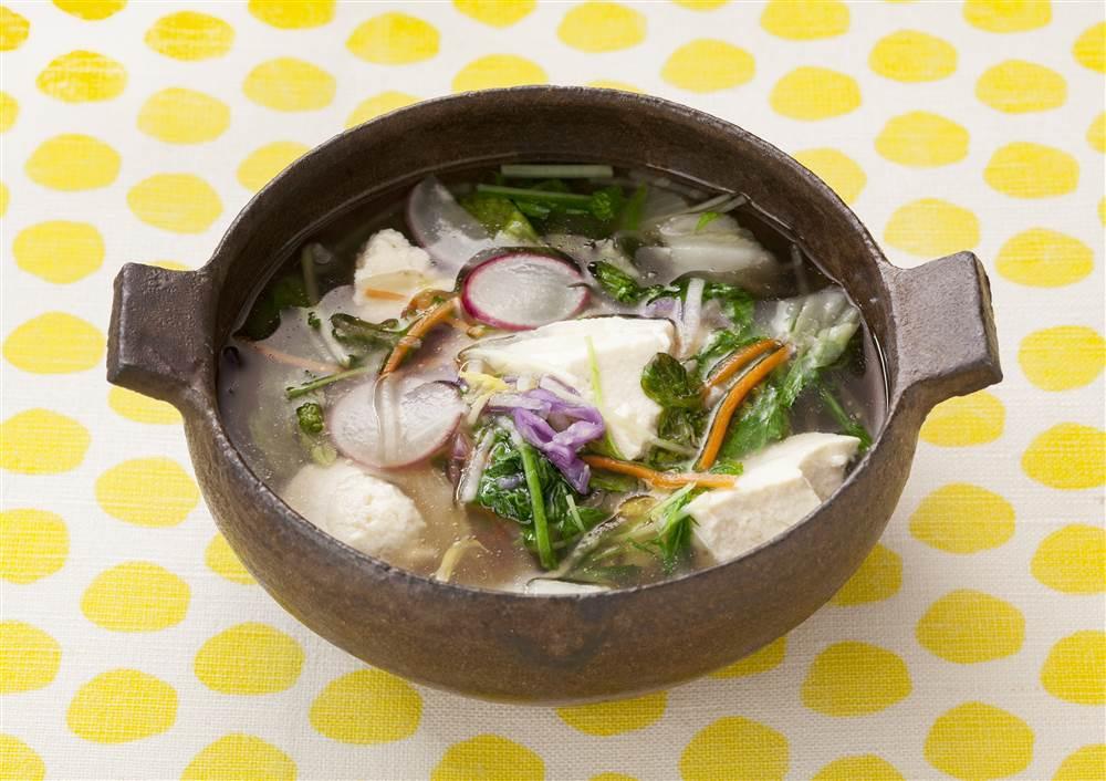 写真:パッケージサラダと豆腐の和風スープ