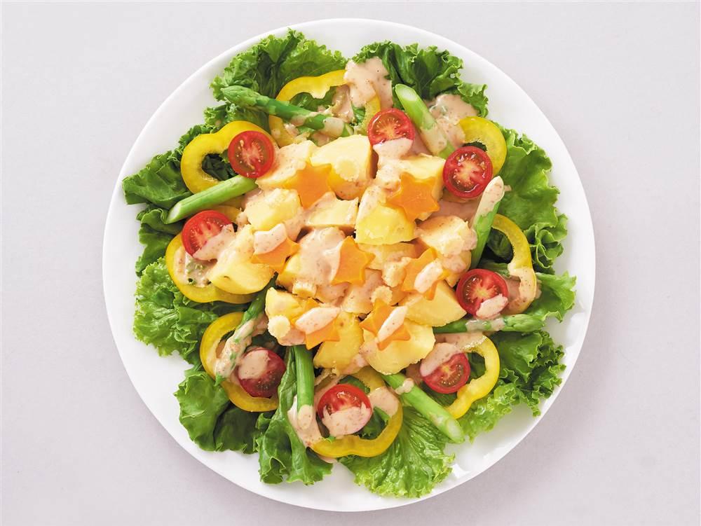 写真:深煎りごまのカラフルポテトサラダ