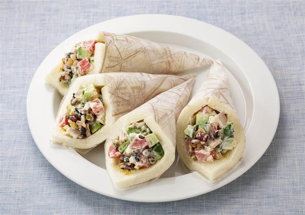 写真:グレインズチョップドサラダのラップサンド