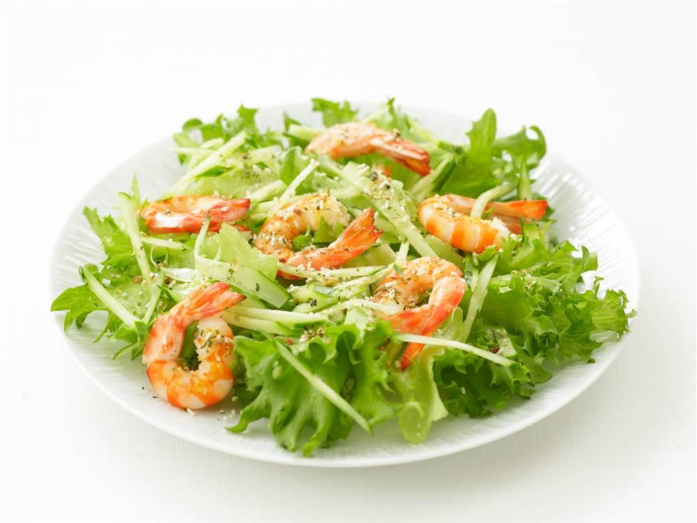 写真:リーフレタスとグリルえびのサラダ
