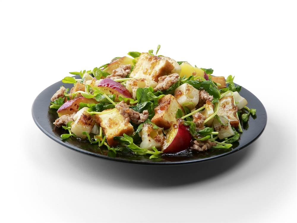 写真:厚揚げとれんこんとさつまいものサラダ