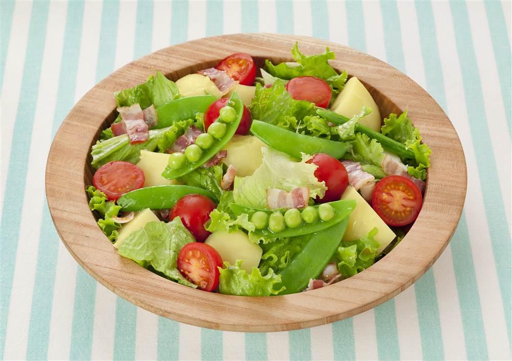 写真:スナップえんどうとリーフレタスのサラダ