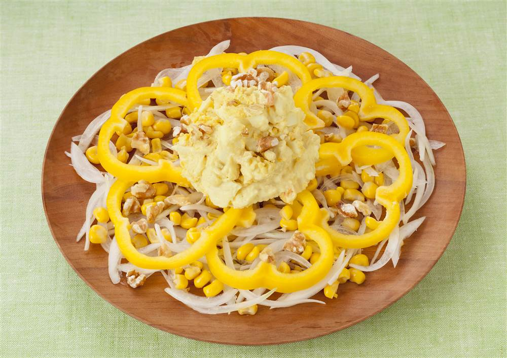写真:たまごとポテトと黄パプリカのイエローサラダ