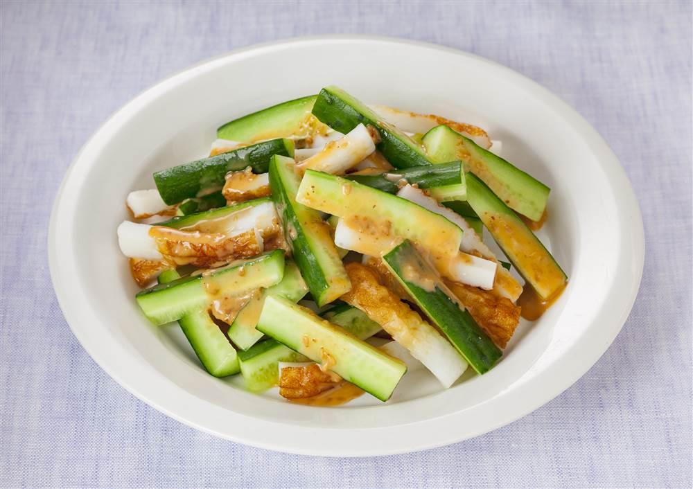 写真:きゅうりとちくわのピリ辛サラダ
