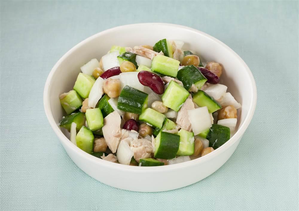 写真:きゅうりとお豆のコロコロサラダ