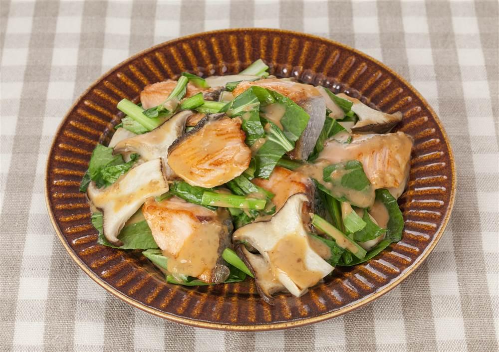 写真:サーモンと小松菜とエリンギのピリ辛ソテー