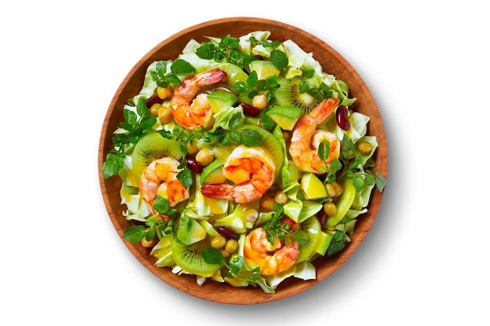 写真:春キャベツとえびとキウイのパワーサラダ