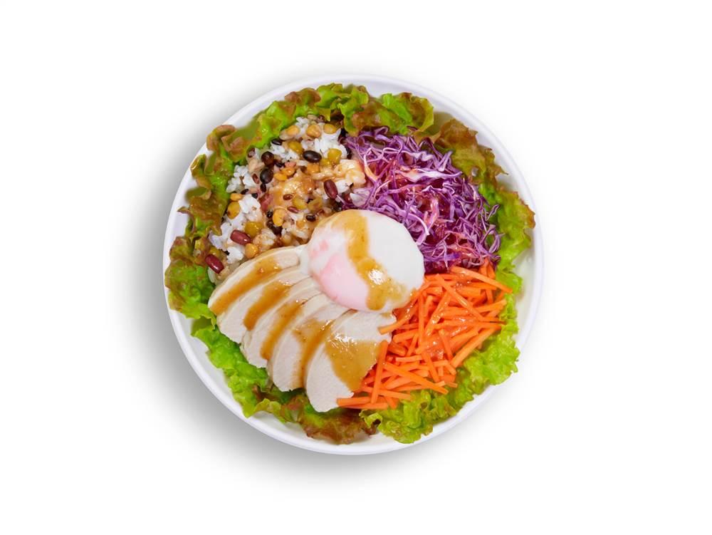 写真:チキンと半熟たまごのベジボウル