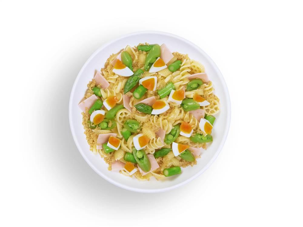写真:アスパラガスとゆで卵のマカロニサラダ