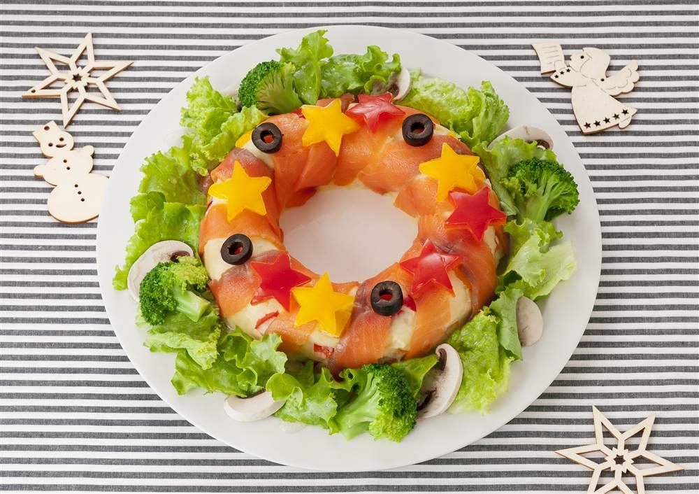 写真:スモークサーモンのリースポテトサラダ