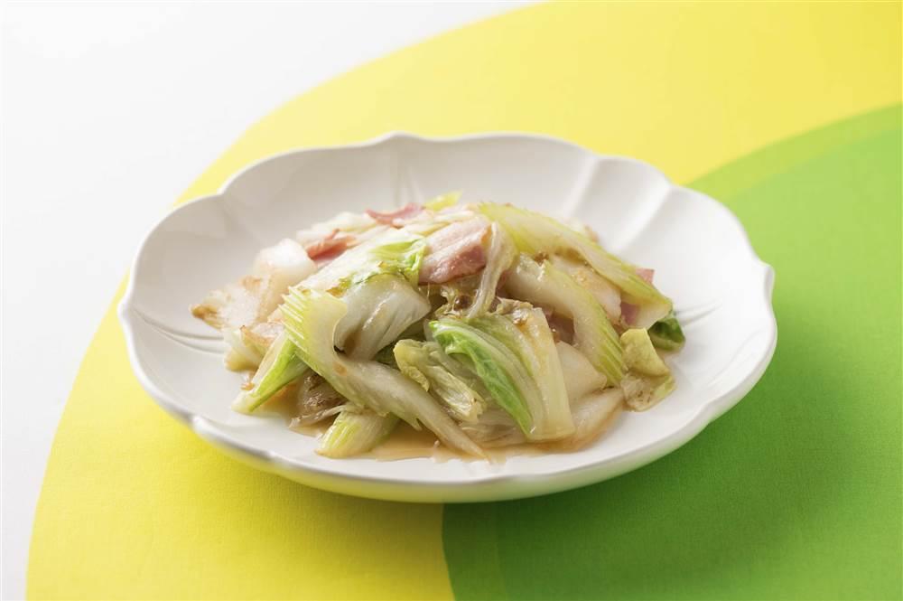 写真:白菜とセロリとベーコンの黒酢炒め
