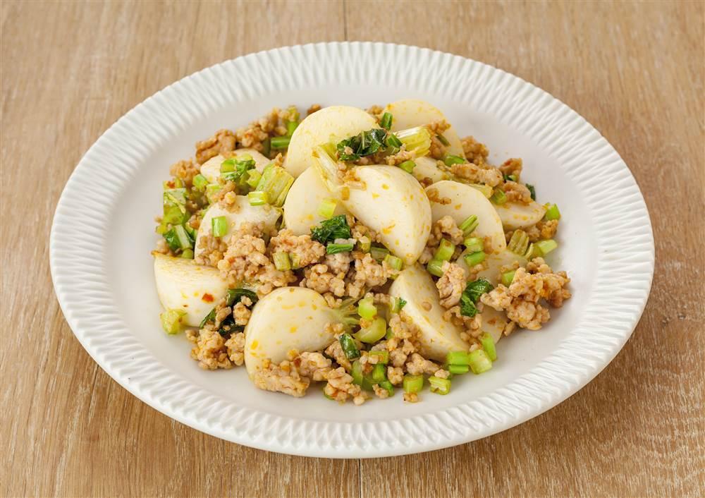 写真:かぶと鶏ひき肉の豆板醤マヨ炒め