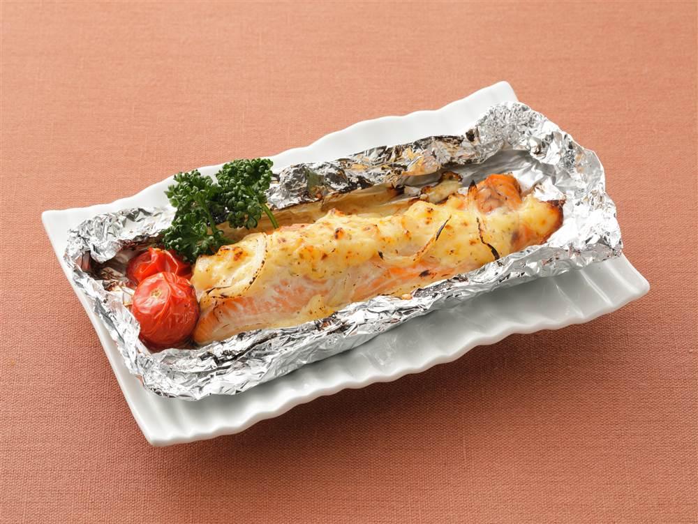 写真:鮭のタルタルソース ホイル包み焼き