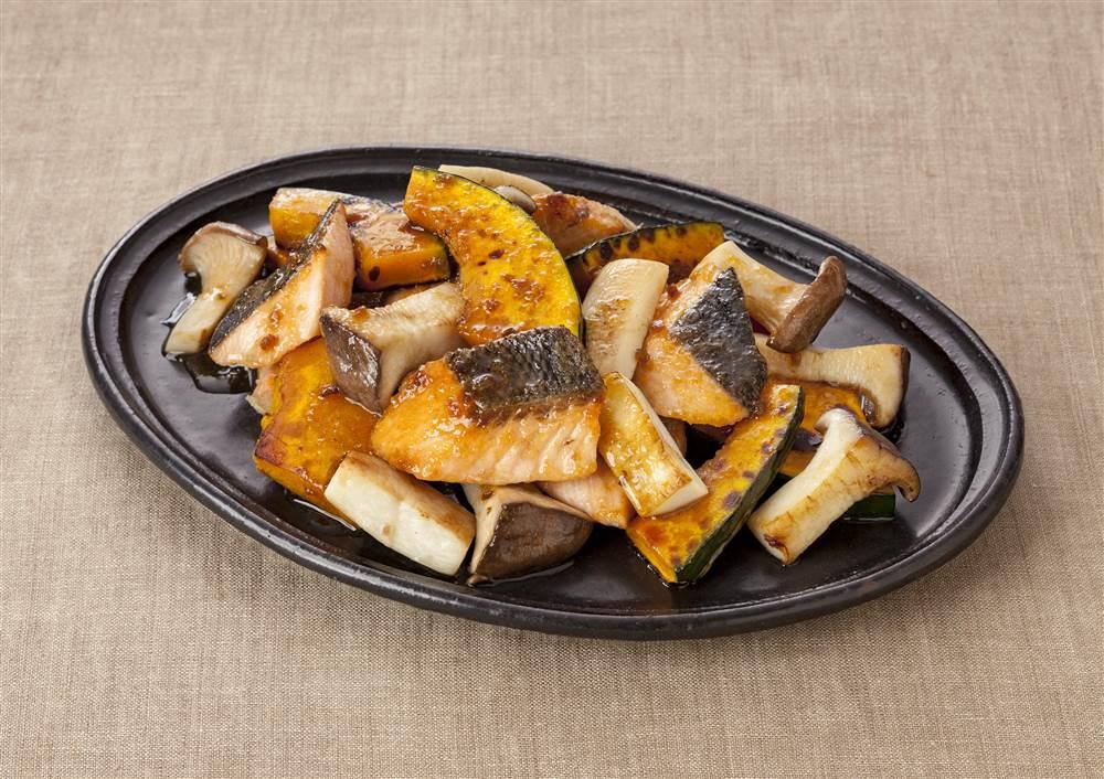 写真:鮭とかぼちゃの黒酢炒め