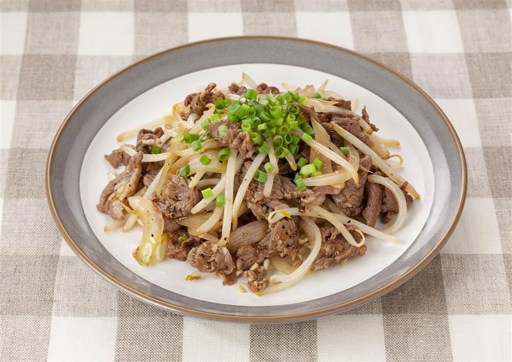 写真:ラム肉のもやし炒め