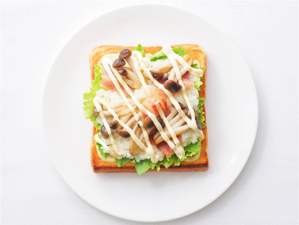 写真:きのことマッシュポテトのサンドイッチ