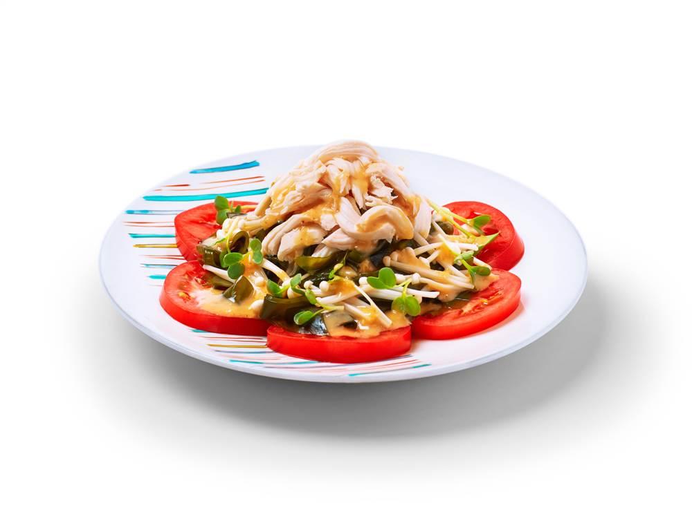 写真:えのきとトマトと鶏ささみのサラダ